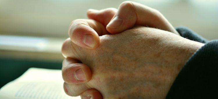 pray-2558490_960_720-min