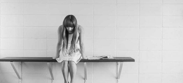 worried-girl-413690_960_720-min